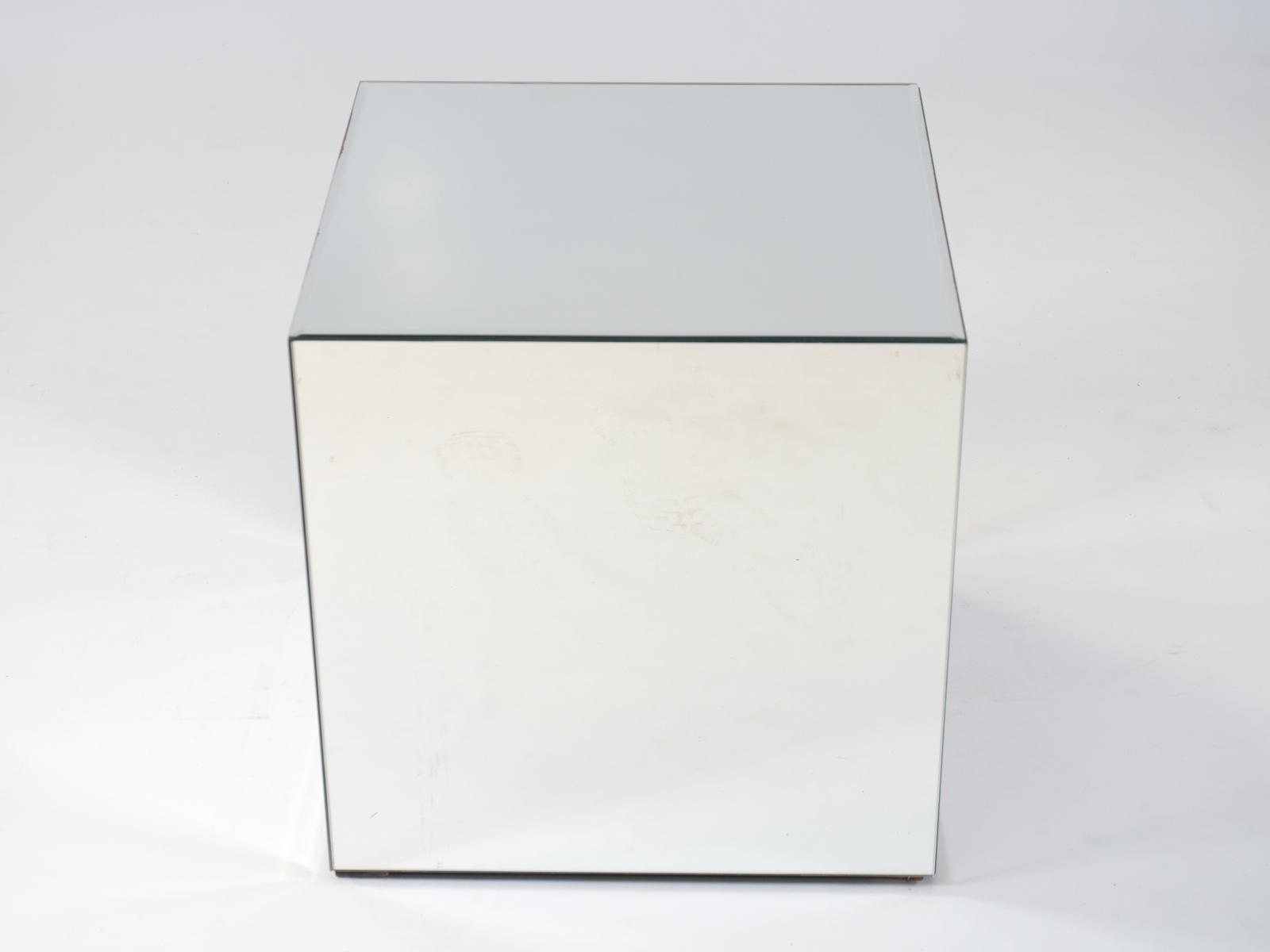 Elegant Mirror Cube Table To Hire