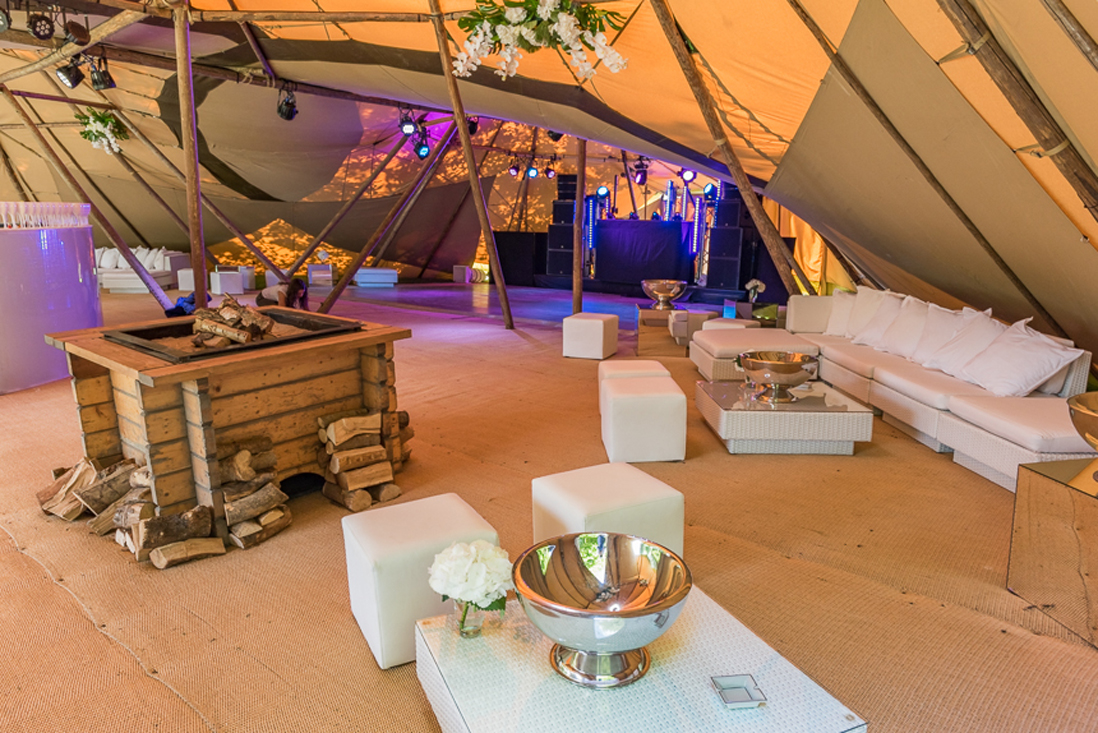Furniture-hire-set-in-rustic-cocktail-lounge-tipi