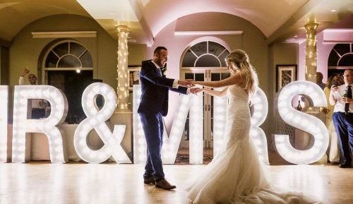 MR & MRS letter lights with bride and groom first dance