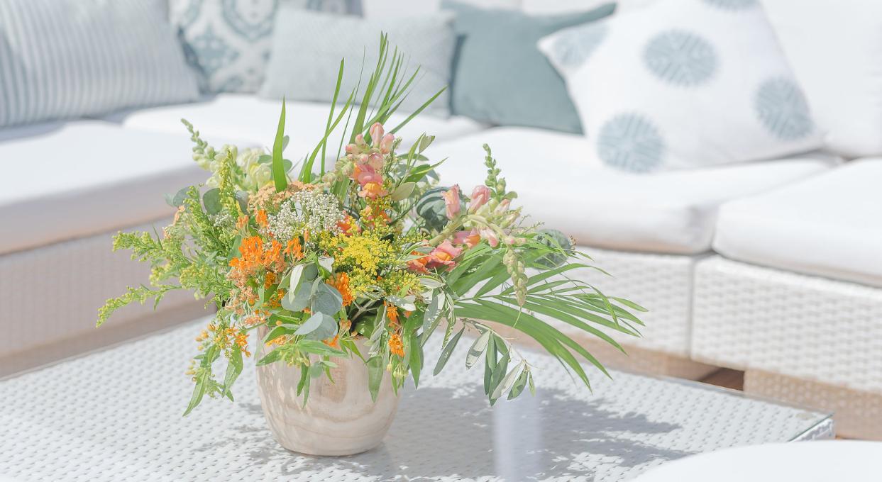 hiring garden furniture : white rattan sofas